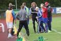Oliver Andreas Hansen fra HIK hjælpes ud af banen. Foto: Rolf Larsen/365Sport.dk.